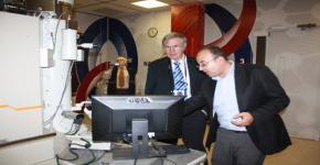 Nobel laureate Hänsch visits King Abdullah Institute for Nanotechnology