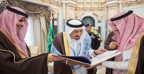 خادم الحرمين الشريفين يتسلم شهادة الدكتوراة الفخرية في الدراسات التاريخية والحضارية من جامعة الملك سعود