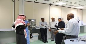 64- اخصائيون من مختبرات الهيئة العامة للغذاء والدواء يزورون كلية علوم الأغذية والزراعة