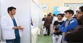 نادي الصيدلة يُشارك في معرض مدارس المملكة (جامعتي بوابة مستقبلي)