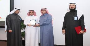 تحضيرية جامعة الملك سعود تكرم قسم العلوم الأساسية بدرع التميز في أعمال الجودة