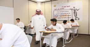عميد السنة الأولى المشتركة يتفقد سير الاختبارات النهائية