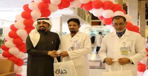 مشاركة برنامج السنة التأهيلية للطلاب الصم وضعاف السمع بالجامعة بالتبرع بالدم في المدينة الطبية