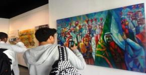 طلاب السنة الأولى المشتركة يقومون بزيارة فنية لصالة تجريد التشكيلية
