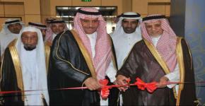 """الجامعة وجمعية المعوقين يطلقان معرض """"سلمان في عيونهم"""" الذي نظمه نادي المسؤولية الاجتماعية"""