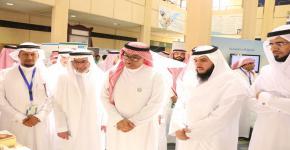 معالي مدير جامعة الملك سعود يفتتح فعاليات اليوم العالمي للمعلم بكلية التربية