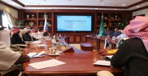 معالي مدير الجامعة يستعرض خطة تطوير برامج صندوق الطلاب