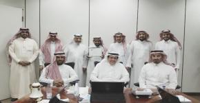 أ. أحمدالحربي  يحصل على جائزة العميد للموظف المثالي بالكلية لشهر جمادى الآخر  لهذا العام