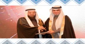 معالي وزير التعليم يُكرم د. النذير على جهوده في جائزة التميز