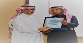 تكريم البقشان راعي برنامج طالب زائر بكلية الهندسة