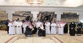 أمير الرياض يكرم طلاب كلية العمارة والتخطيط الفائزين بمسابقة تطوير موقع جبل أبو مخروق