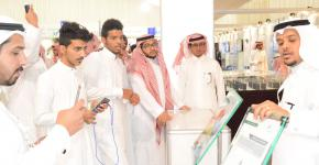 طلاب كلية المجتمع في زيارة لمعرض العلوم والتقنية