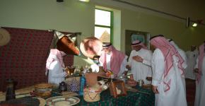 زيارة وفد من كلية السياحة والآثار لمجمع الملك سعود التعليمي لحضور يوم التراث