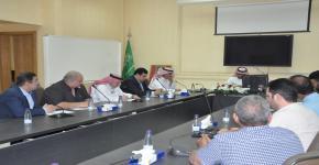 لقاء عميد كلية الدراسات التطبيقية وخدمة المجتمع مع أعضاء هيئة التدريس