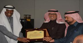 قسم إدارة موارد التراث والإرشاد السياحي يُكرم الأستاذ الدكتور عبدالناصر بن عبدالرحمن الزهراني