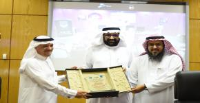 عضو مجلس الشورى د.فهد العنزي محاضرا في الكلية حول التأمين الصحي على المواطنين في المملكة في ظل خطة التحول الوطني