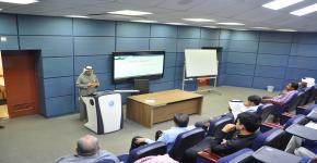 كلية الدراسات التطبيقية تقيم محاضرة بعنوان الإخلاء والإطفاء