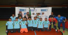 فريق كلية علوم الرياضة والنشاط البدني  يحصد كأس بطولة خماسيات كرة القدم