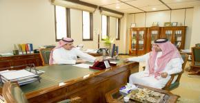 رئيس قسم التقارير الصحفية في وكالة الأنباء السعودية يزور كلية اللغات والترجمة
