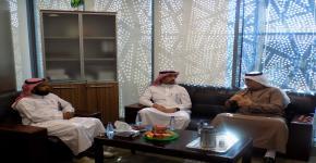 مدير البرنامج السعودي لقياس وإدارة الطاقة المتجددة في زيارة المركز