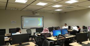 دورة تطوير اللوح الإلكتروني Arduino لطلاب الجامعة الموهوبين