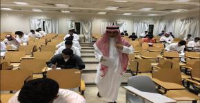 340 طالب يؤدون امتحان ثلاث مقررات بقسم الفيزياء والفلك