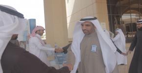 عميد شؤون الطلاب يزور معرض صندوق الطلاب