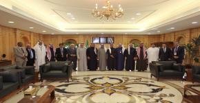 على هامش فعاليات المؤتمر وزير الصحة يستقبل د. محمد العبيداء رئيس الجمعية وأعضاء مجلس الإدارة وضيوف المؤتمر