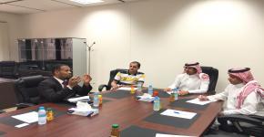 ممثل عن معهد بيرلتز للغات يجتمع مع إدارة برنامج الطلبة المتفوقين
