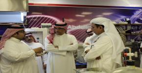 معالي رئيس المؤسسة العامة للصناعات الحربية في معهد الملك عبدالله لتقنية النانو