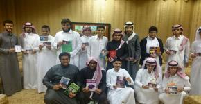 طلاب التحضيرية يتبادلون المعرفة ضمن حملة أهدني كتابا