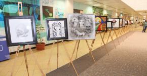 معرض فني تحضير للقاء العلمي الثامن في عمادة السنة الأولى المشتركة