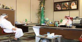 عميد كلية علوم الرياضة والنشاط البدني يستقبل المشرف على مركز التدريب وخدمة المجتمع في جامعة الملك سعود