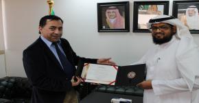 تكريم الإسعاف الوطني الاماراتي لكلية الأمير سلطان الطبية الطارئة بمؤتمر الرعاية الصحية عن بعد في أبوظبي
