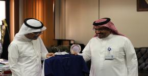 الدكتور احمد ابوشايقة يستجيب لأمنية الطالب الكفيف خالد