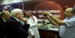 رئيس هيئة خبراء التصنيف العالمي يشهد تجربة نانوية منتجة  بجامعة الملك سعود