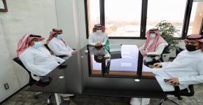 عميد شؤون الطلاب يعقد اجتماعاً تنسيقياً مع صحيفة رسالة الجامعة