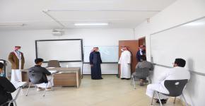 أ.د. النمي في زيارة لكلية الدراسة التطبيقية وخدمة المجتمع