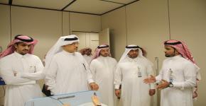 وكيل جامعة الملك سعود لتطوير الأعمال يزور كليات الجامعة