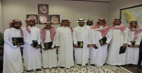 العميد يُكرم النادي الثقافي والاجتماعي في كلية الآداب