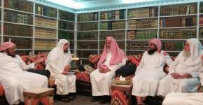 سماحة مفتي عام المملكة المشرف العام على كرسي الأمير سلطان بن عبد العزيز للدراسات الإسلامية يلتقي اللجنة العلمية للكرسي