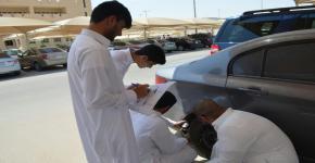 """طلاب السنة الأولى المشتركة  يدشنون حملة """" السلامة أولاً """" احتفاءاً بأسبوع المرور الخليجي"""