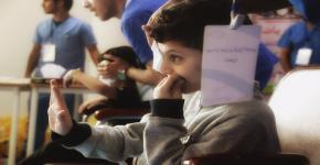"""نادي البصريات ينظم حملة """"فحص البصر"""" لطلاب مدرسة التعلم"""
