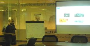 أستاذ مساعد بمعهد الملك عبدالله لتقنية النانو يلقي محاضرة عن تطبيقات النانو في معهد التصنيع المتقدم بالجامعة