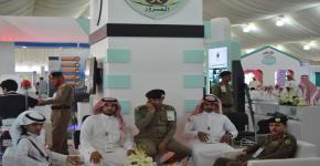 زيارة ميدانية لطلاب كلية المجتمع لمعرض أسبوع المرور الخليجي
