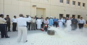 تدريب منسوبي كلية علوم الأغذية والزراعة على استخدام طفايات الحريق اليدوية