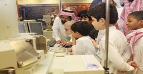 """معهد الملك عبدالله لتقنية النانو يستقبل طلاب برنامج """"قادة الغد"""" بجمعية مكنون الخيرية"""