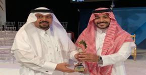 حصل الخرّيج مازن النويصر على جائزة الطالب المثالي