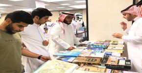 عمادة شؤون المكتبات تشارك في معرض الكتاب المتخصص