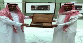 وفد من عمادة شؤون المكتبات يزور مكتبة الملك عبدالعزيز العامة